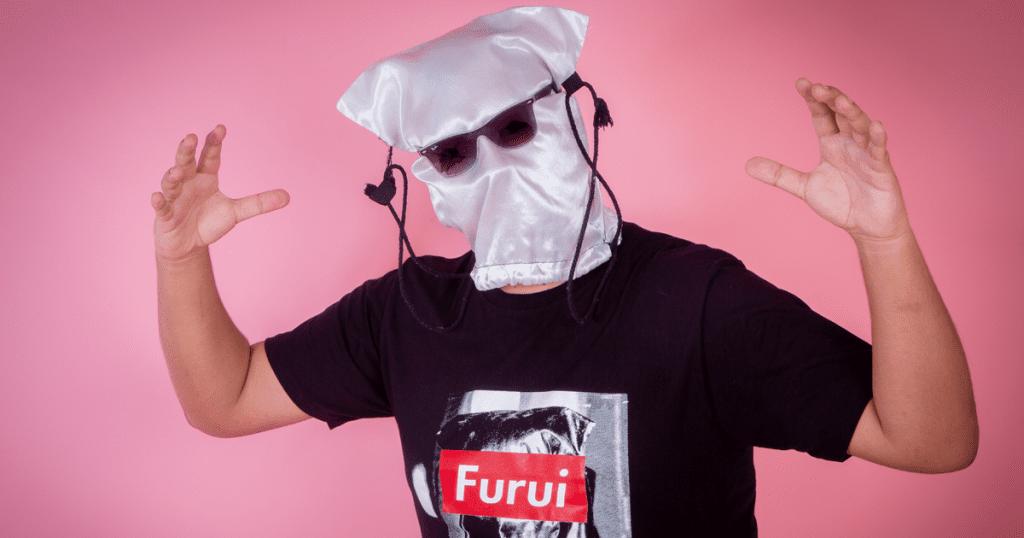 Conocido youtuber chileno lanzó su propia línea de ropa 10